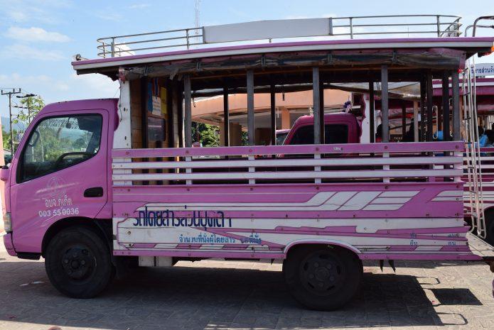 Общественный автобус на о. Пхукет - розовый сонгтео