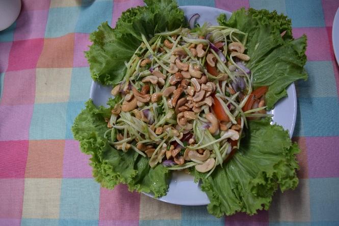 пляж най харн салат из манго 80 бат
